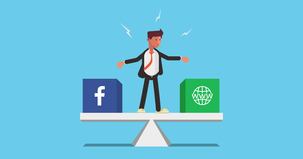 Na imagem, há um homem em cima de uma balança. Sua expressão remete a dúvida. Em um lado da balança está o Facebook e no outro está o Website.